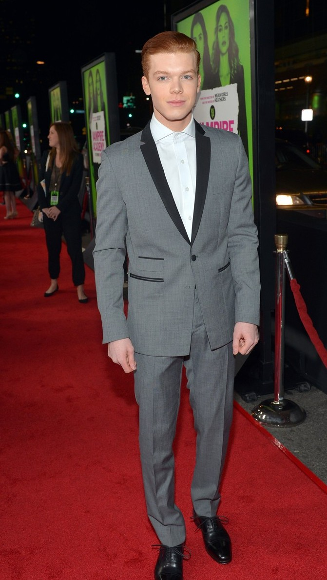 dominic-sherwood-cameron-monaghan-vampire-academy-premiere-01