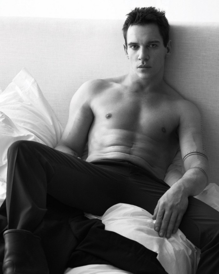 jonathan-rhys-meyers-goes-shirtless-in-bed-for-w-magazine-05