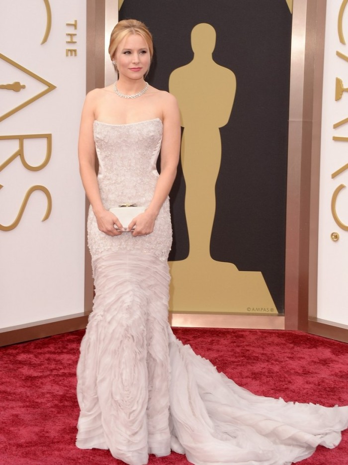 kristen-bell-brings-burrito-on-oscars-2014-red-carpet-with-dax-shepard-03