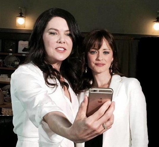 gilmore-girls-cast-reunites-eight-years-later-16